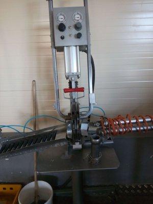 Клипсатор двухскрепочный полуавтоматический КОМПО КН-22.jpg
