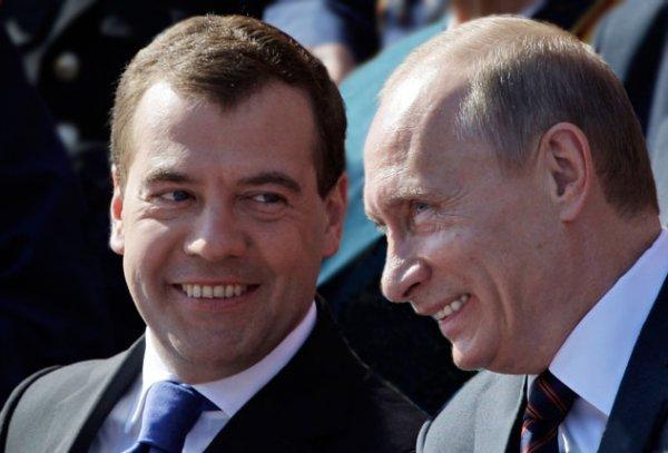 medvedev-i-putin-smeyutsya-632x428.jpg